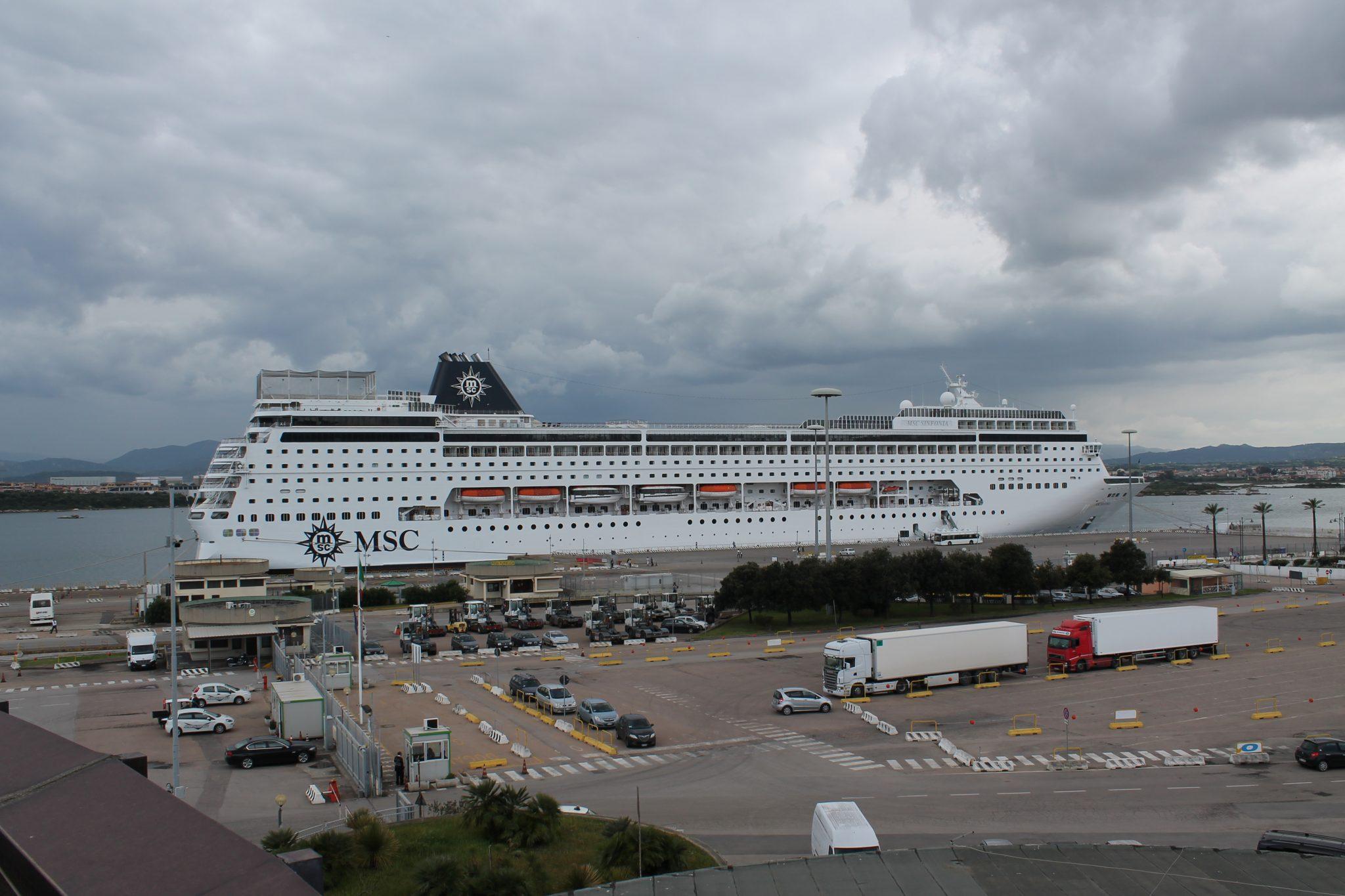 Le navi da crociera riempono il porto di olbia for Nave sardegna