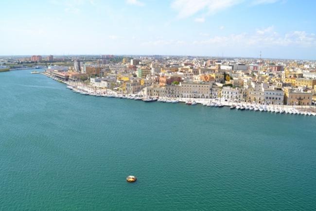 Costa Crociere fa scalo a Brindisi: mercatini e spettacoli per i croceristi in visita alla città